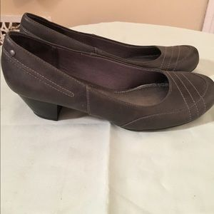 Life Stride grey shoes heels